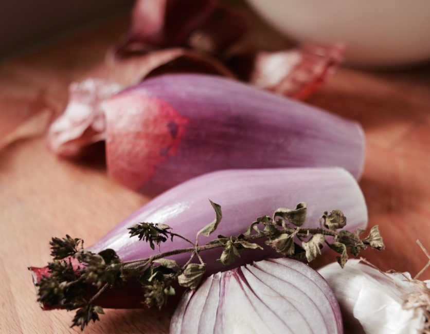Long Florence Red onions